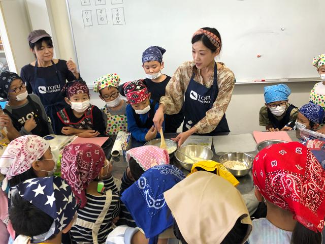 小学校での豆腐料理教室