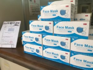 マスクの店頭販売を始めました